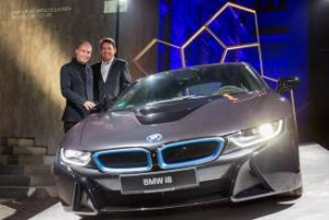 P90173594-adventurer-bertrand-piccard-l-and-dr-carsten-breitfeld-head-of-vehicle-program-bmw-i8-02-2015-326px-300x201