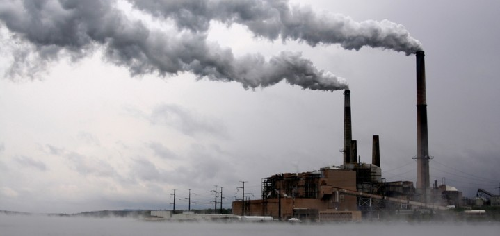 Will this soon be a picture of the past? A coal-fired power plant in the United States. (Photo credit: euze, flickr)