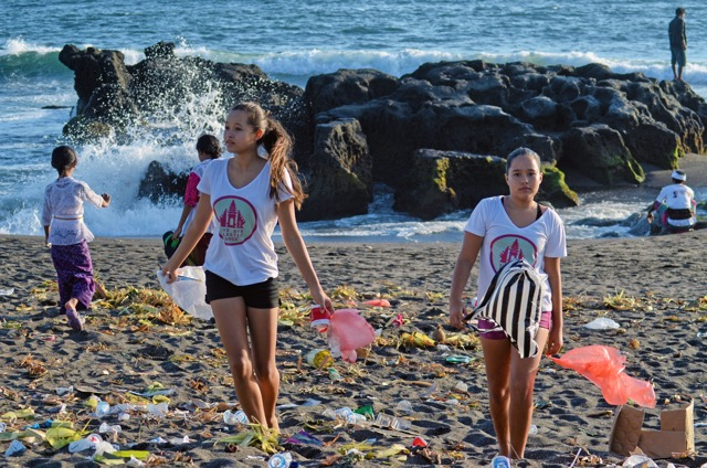 "Isabel and Melati Wijsen are ridding Bali of plastic bags with their ""Bye Bye Plastic Bags"" campaign."
