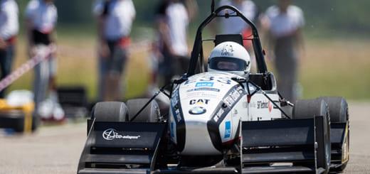 Der Elektro-Rennwagen «grimsel» hat am 22. Juni 2016 den bisherigen Beschleunigungsweltrekord für Elektroautos gebrochen. Den Wagen entwickelt und den Rekord aufgestellt haben Studierende der ETH Zürich und der Hochschule Luzern.